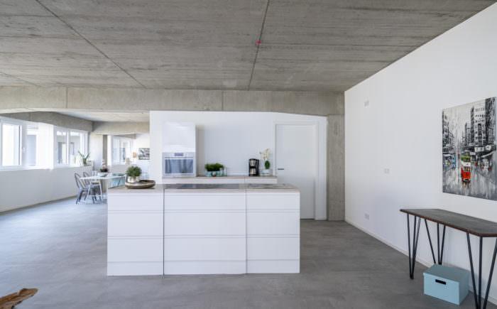 Die Küche (vom Wohnraum auch abtrennbar)