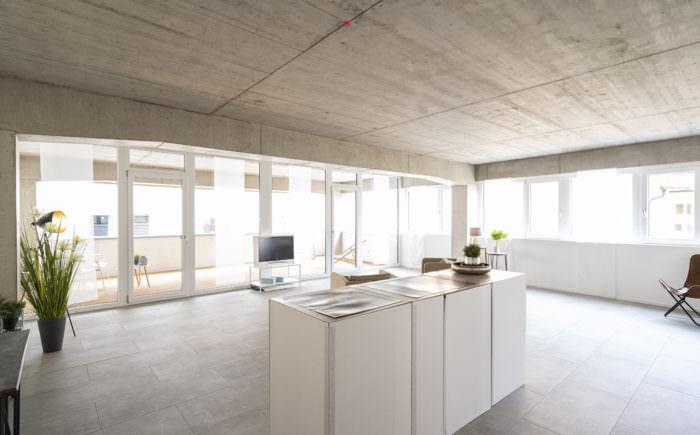 Küche mit Blick in Richtung Wohnzimmer
