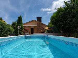 Platz für einen Pool im Garten