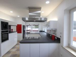 141 Blick in die Küche Brunnhuber Immobilien